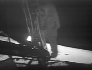 Apollo_11_first_step_Neil_Armstrong_19690720