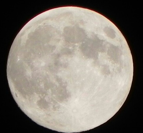 full-moon-handheld