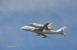 Shuttle-Endeavour-on-747-over-Moffett-Field-020120921